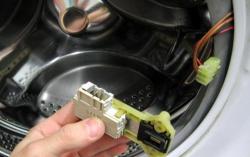 Как заменить блокировку люка в стиральной машине